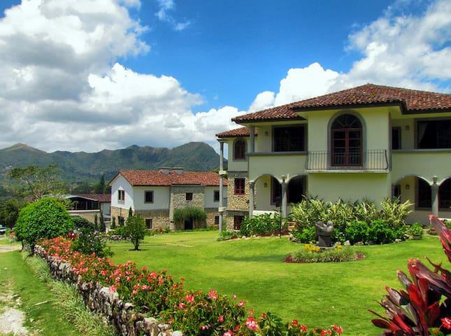 Los Mandarinos Suites - El Valle de Antón
