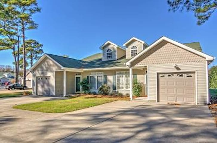 Breezy 3BR Cape Charles Townhome Near Beaches! - Cape Charles