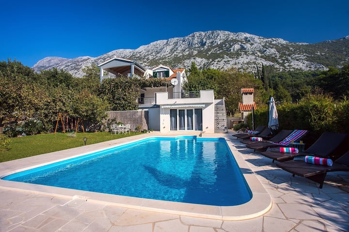 Villa Golden Garden with 50sqm private pool