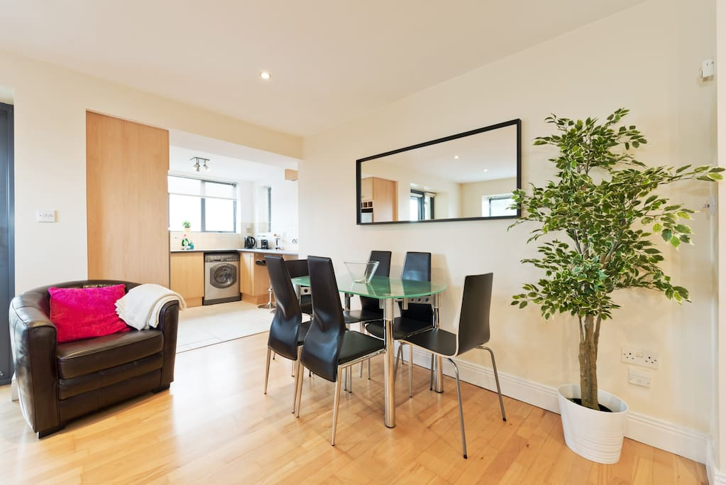 comfortable bedroom chairs spacious convenient 3bed apt to o connell st flats 11180