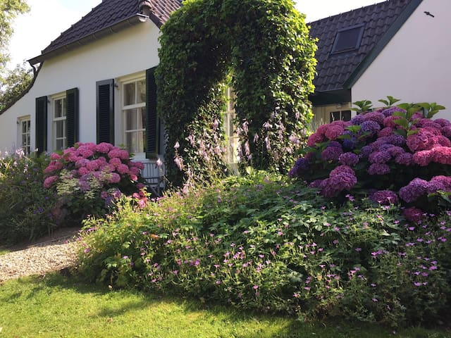 Romantische boerderij aan de Maas