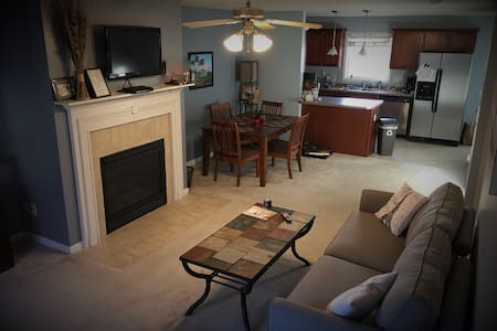 Charming Condo Near Downtown Bloomington - Bloomington - Lyxvåning