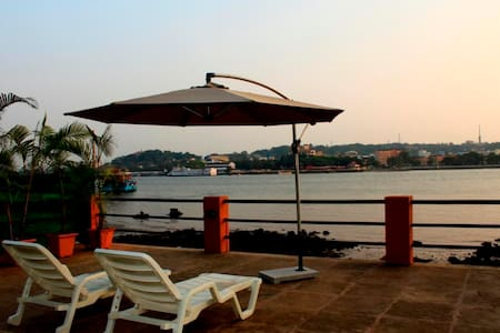 Luxurious River View Cottage At Betim Goa - Reis Magos - Chatka