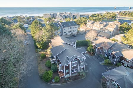 The perfect spot for your getaway located across the street from the beach!