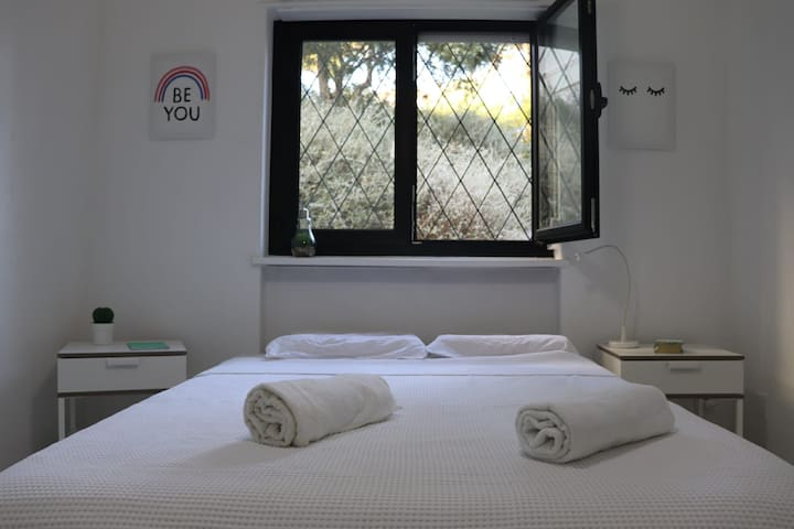 Excelent Room near the beach at Estoril area!