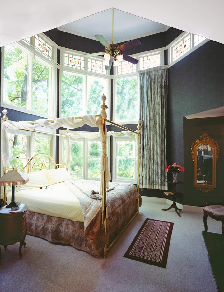 Tree Top Suite - Arsenic and Old Lace Bed & Breakfast Inn