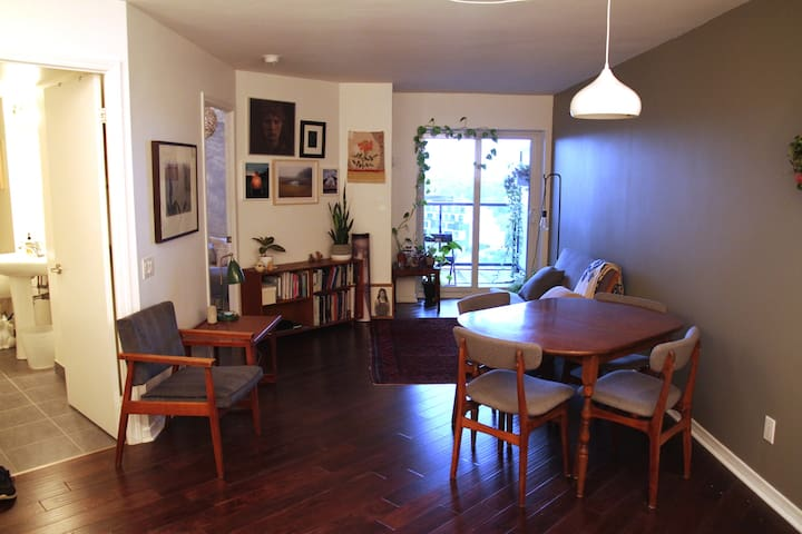 Charming One Bedroom - Heart of the Junction