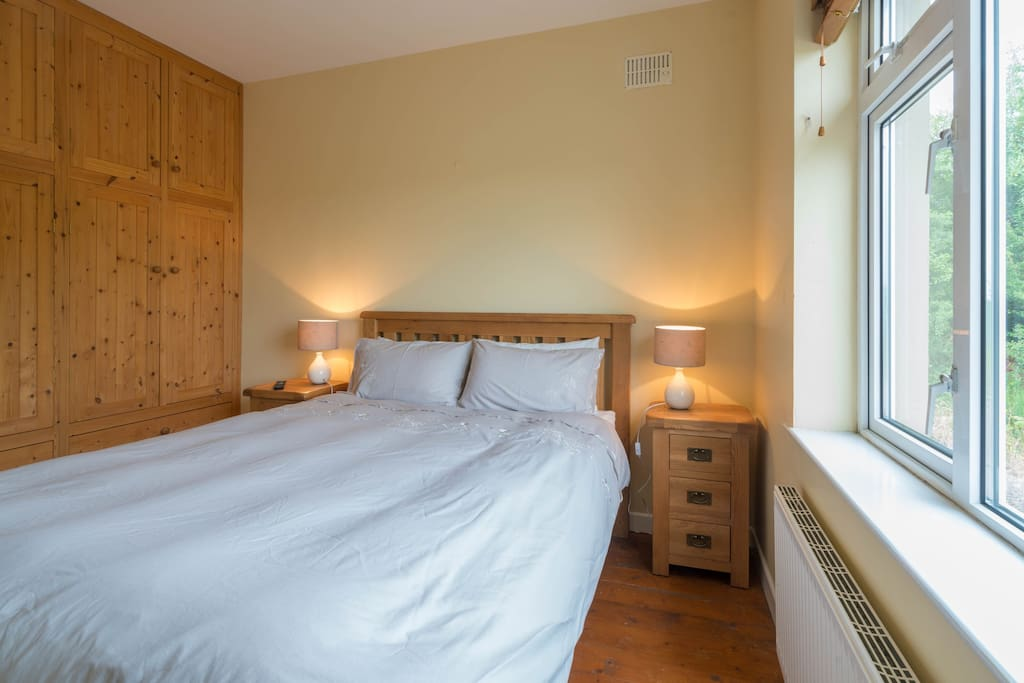 King size bed with spectacular views of the Shannon
