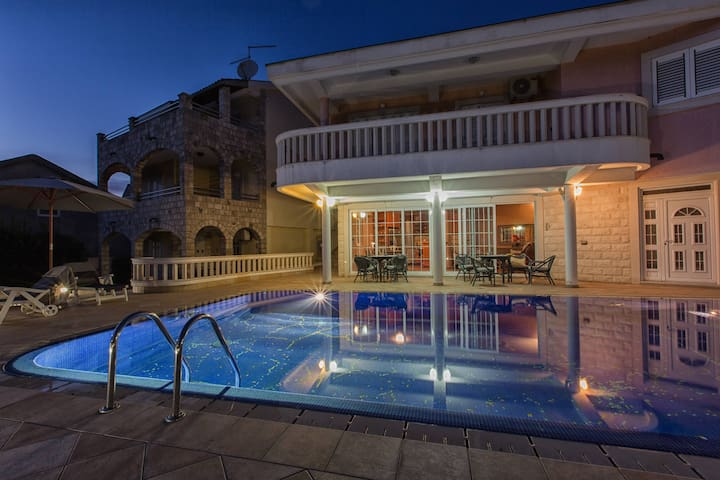 Unique Luxury 3BD Villa with Pool and SEA view