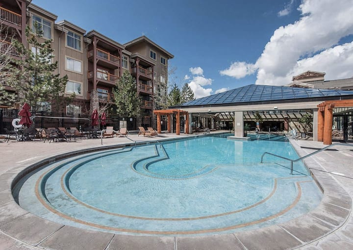 SANITIZED-Inviting 1 BD condo at Westgate w/fireplace, kitchen, and more - Perfect for small families!