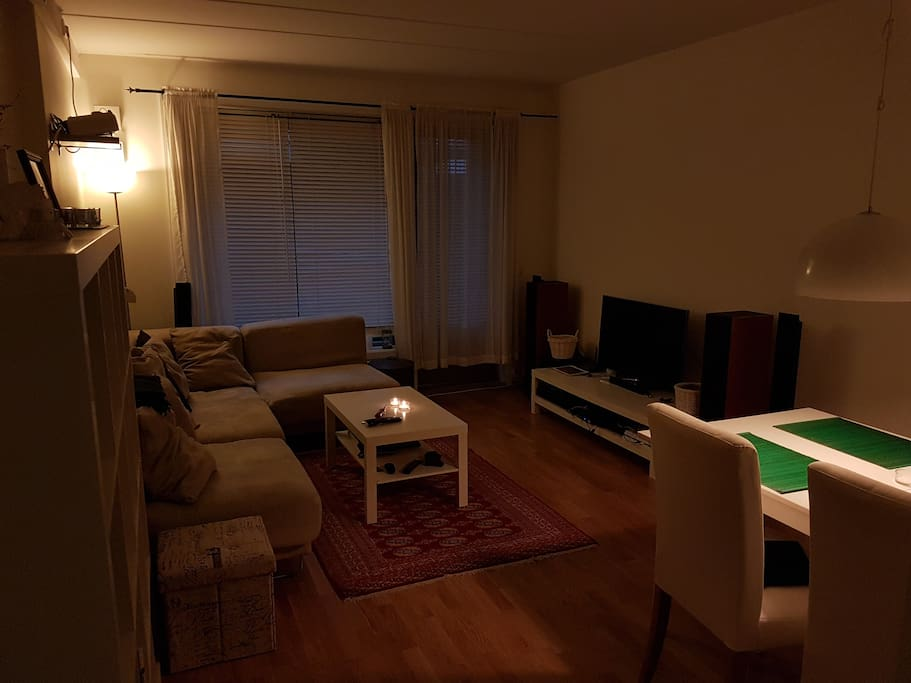 Livingroom with stereo and TV