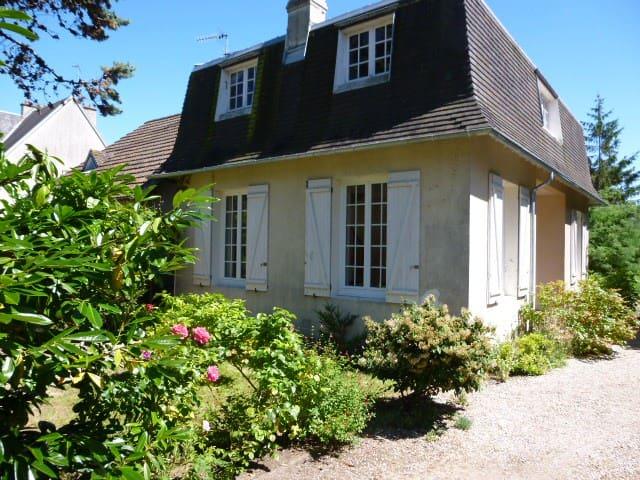 Maison et jardin,  centre-ville, mer à 300 m - Merville-Franceville-Plage