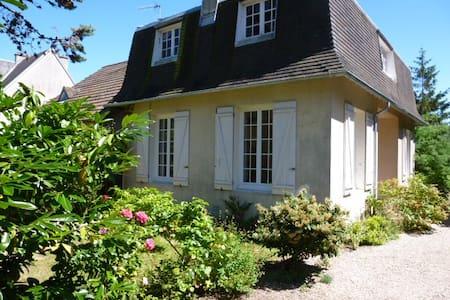 Maison et jardin,  centre-ville, mer à 300 m - Merville-Franceville-Plage - Haus