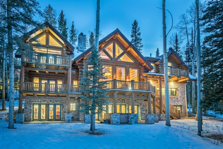Luxurious Log Cabin Retreat Close to the Slopes with Tons of Space, High-End Finishes, and a Private Hot Tub