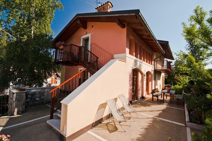 27 Casa Vacanze in Val di Gresta Italy - Ronzo-chienis - Apartamento