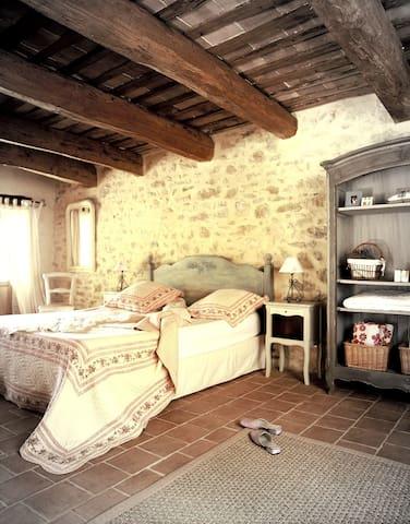 Maison des Cerises, Charming village house nr Uzès - Saint-Marcel-de-Careiret - Дом