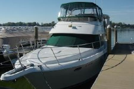 A fantastic boat in Grand Haven, MI (Lodging Only) - ボート