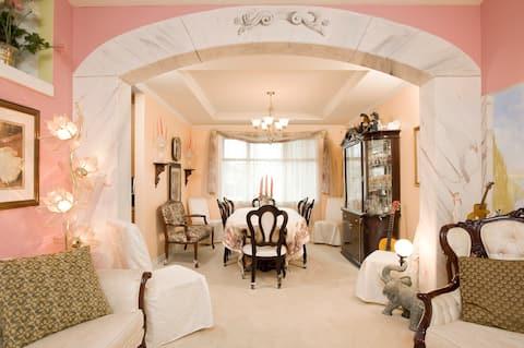 the 5-star  house-# 5-> Marilyn Monroe's room