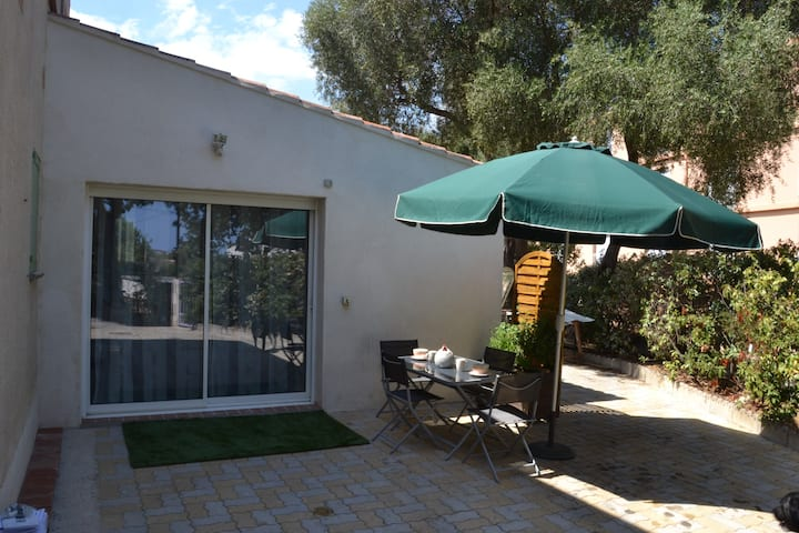 Joli et spacieux studio avec terrasse privative