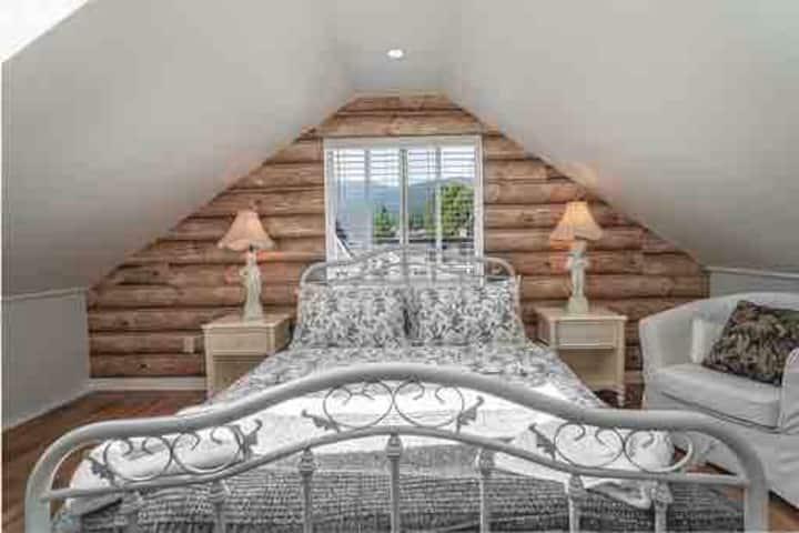 Romantic 1 bedroom nice and quiet Attic suite