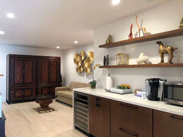 Fully renovated suite - quiet, private, safe area