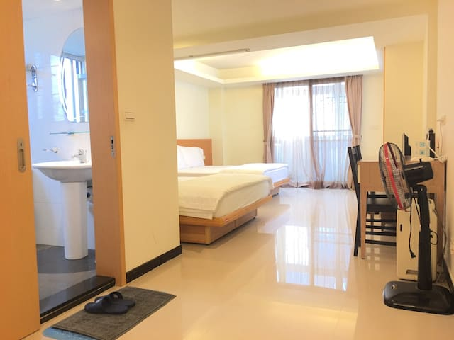 2~4 persons  Independent room close to MRT Station