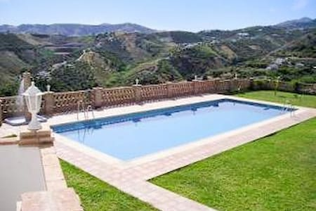 Andalusian studio with fabulous pool - Фрильяна