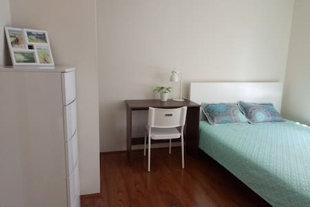 Modern Queen Room Close to Airport and CBD