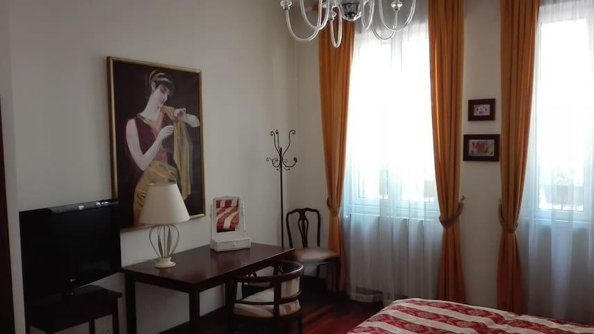 Camera nella Milano della moda - Milano - Villa