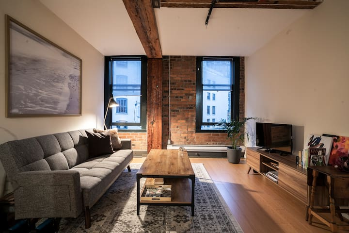 COZY LOFT IN CENTRAL GASTOWN