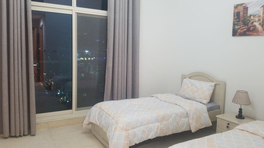 Amazing view 21F Room in Dubai Marina