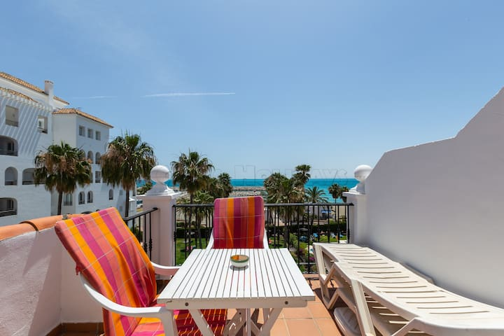 Sunny 1 bedroom apartment with sea views, Wi-fi, pool, 24 h security service