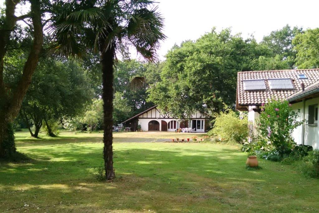 La maison dans une propriété de 2ha