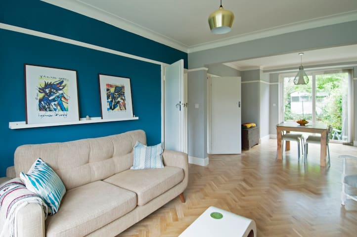 Contemporary room in leafy North London