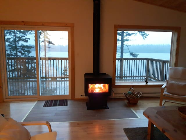 Lakeside Retreat - 20 minutes from Yarmouth