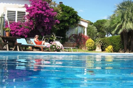 Villa, large salt water pool  beach - Sant Feliu de Guíxols - วิลล่า