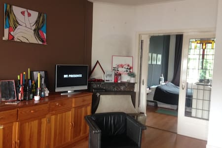 1930 apartment whit canal view - Haarlem - Daire