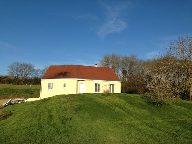 Lovely new house by countryside - Saint-Éloi - Casa