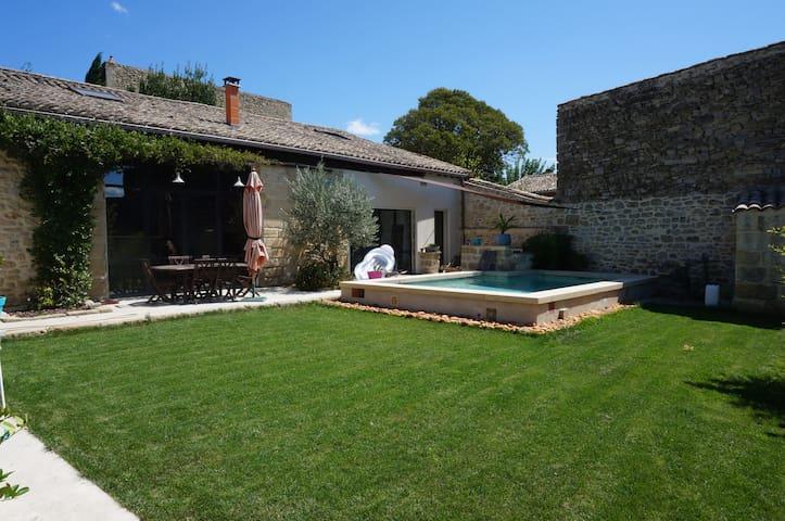 Maison de village avec piscine - Gallargues-le-Montueux