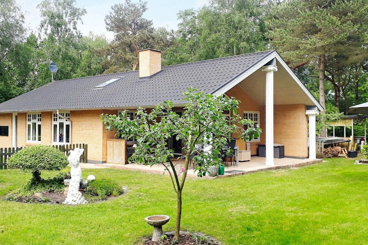 Cosy Holiday Home in Hadsund with Whirlpool