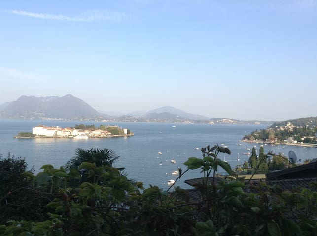 Breathtaking view + private garden - Stresa - Apartemen