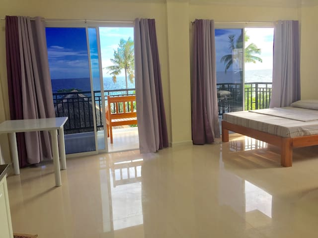 """ Pearl Resort ""Bikini beach-front - Dauis - Apartment"