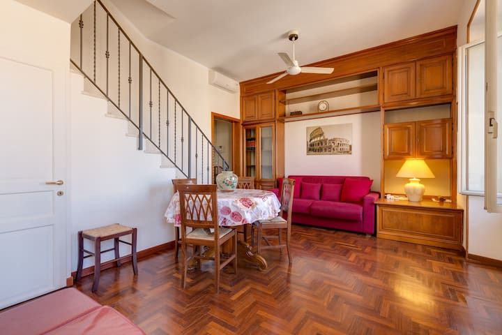 Apartment With Private Roof Terrace & View of Rome