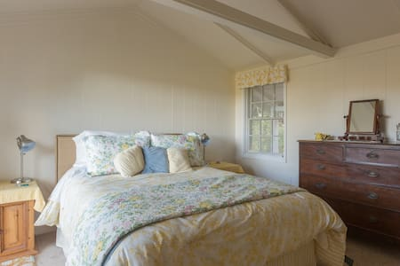 Charming Cottage in Quiet Setting - Orinda - House