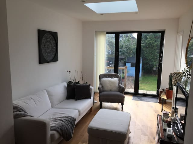 Contemporary stylish 3 bed bungalow