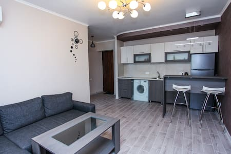 Sunny and nice flat on Mashtots av. - 耶烈万 - 公寓