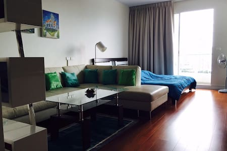 New nicely furnished studio - Bangkok - Condominium