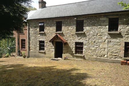 Charming Country Home on River Bank - Ballinaclash