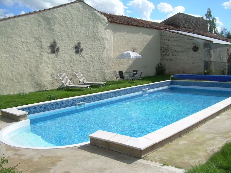 Heated 10 x 5m pool, security fence & gate for safety