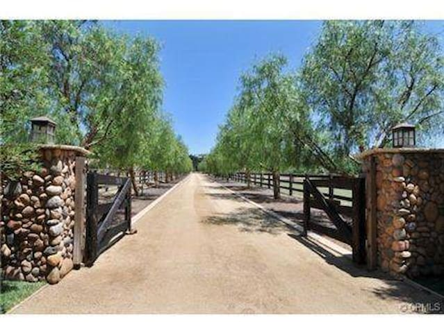 Scenic Equestrian Horse Ranch w Horseback Riding - Murrieta - Apartment